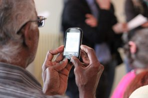 6 Tips to Help Elderly People Deal with Technology